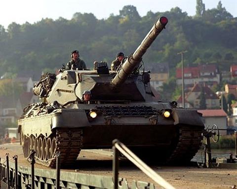 http://images.forum-auto.com/mesimages/52606/leopard-c1