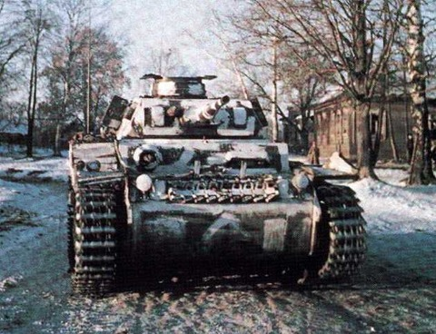 http://images.forum-auto.com/mesimages/52606/Panzer32couleur.jpg