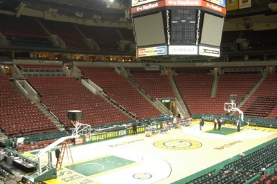 http://upload.wikimedia.org/wikipedia/commons/0/00/Key Arena.jpg
