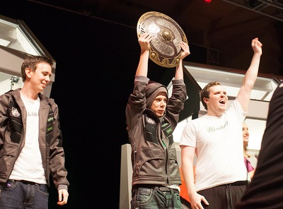 Alliance, vainqueurs de The International 2013, avec l'Aegis of the Champions