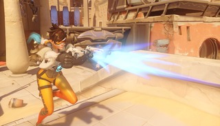 La sexualisation de Tracer en question et Blizzard supprime sa pose sexy dans Overwatch