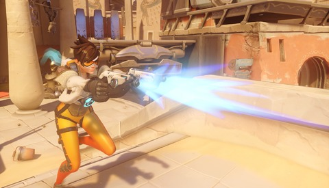 Overwatch - La sexualisation de Tracer en question et Blizzard supprime sa pose sexy dans Overwatch