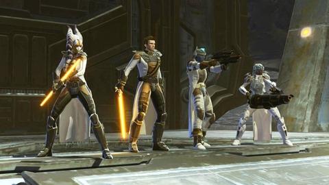 Armures de haut niveau dans Knights of the Eternal Throne