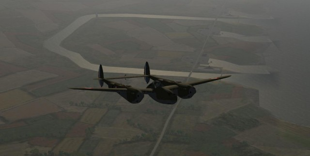 Lookeed P38 F en patrouille au dessus d'une base navale.