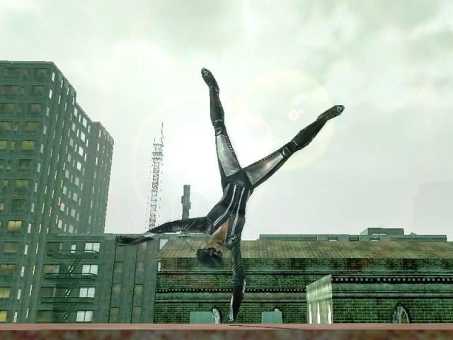Equilibre sur le haut d'un immeuble