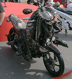 Cliquez sur l'image pour la voir en taille réelle  Nom : moto-predator.jpg Taille : 500x549 Poids : 125,5 Ko ID : 154078