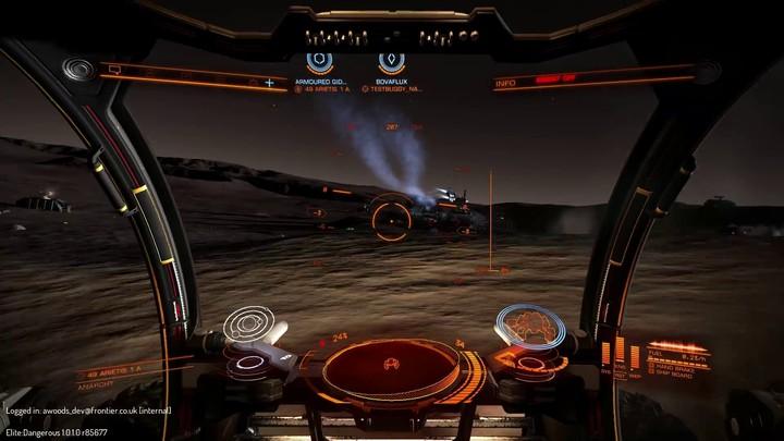 Avant-goût du combat au sol d'Elite Dangerous mêlant véhicules terrestres et vaisseaux
