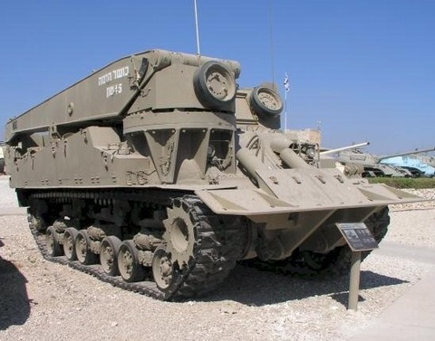 http://images.forum-auto.com/mesimages/52606/Sherman%20M4A1%20is%20dep.jpg