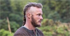Travis Fimmel (dans le rôle du viking Ragnar Lothbrok)