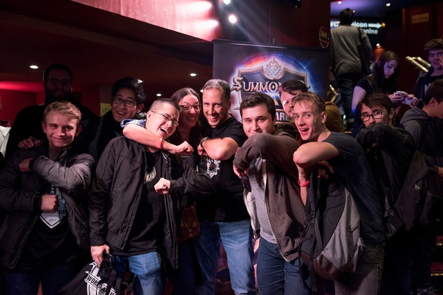 SWC Paris - SWC2017 RegularplayersminglewithFrenchstreamerManaandotherfamousSWplayersandstreamersduringthebreaks