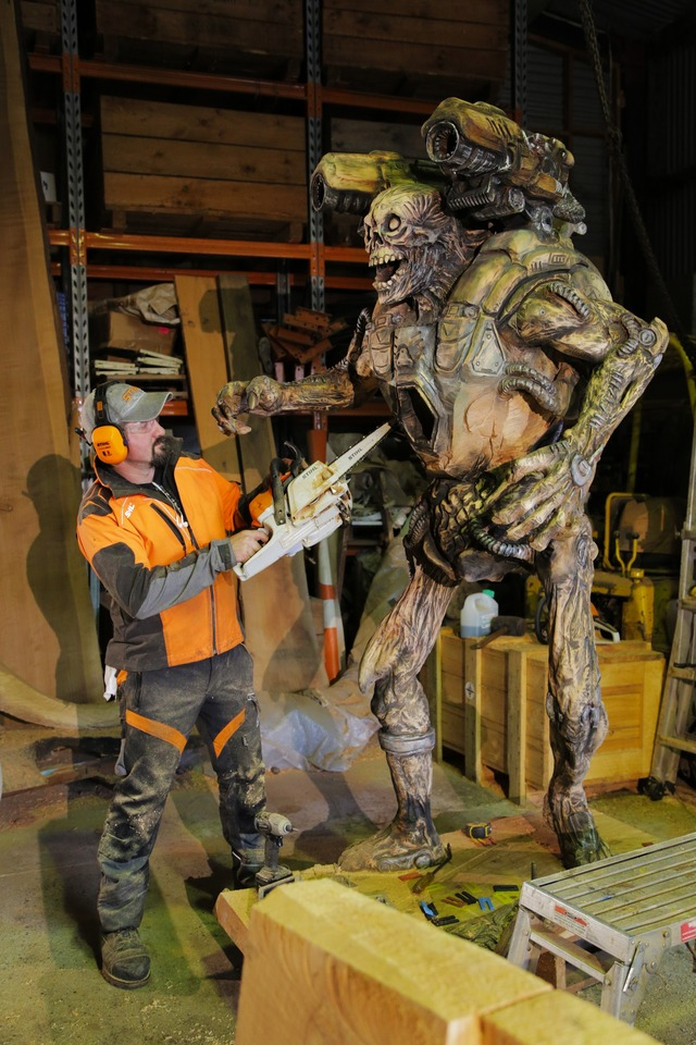 Rob Bast et sa sculpture provenant de l'univers DOOM
