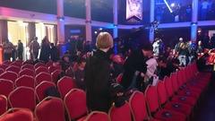 Arrivée du public dans la salle