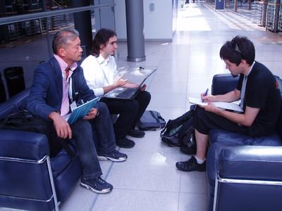 De gauche à droite, Satori Kikugawa, PDG de Gala, Julien Wera, responsable du marketing et des relations publique de Gala Networks Europe et Myrhdin