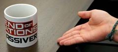 Un mug à l'effigie de End of Nations au pays du café